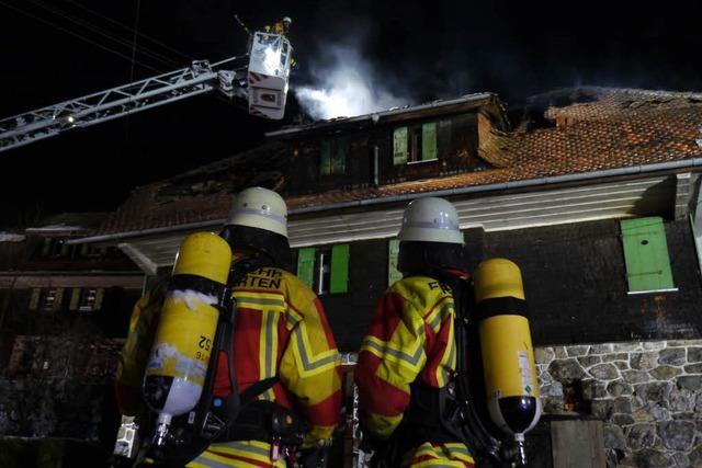 Ein Toter nach Wohnhausbrand – Feuerwehrmann verletzt