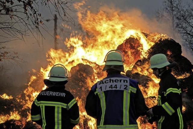Strohballen in Flammen
