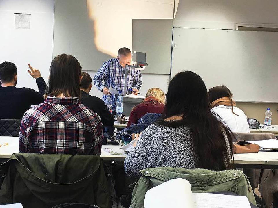 Die Klasse der Medienkaufleute lernt fleißig Steuerung und Kontrolle  | Foto: Sonja Müller