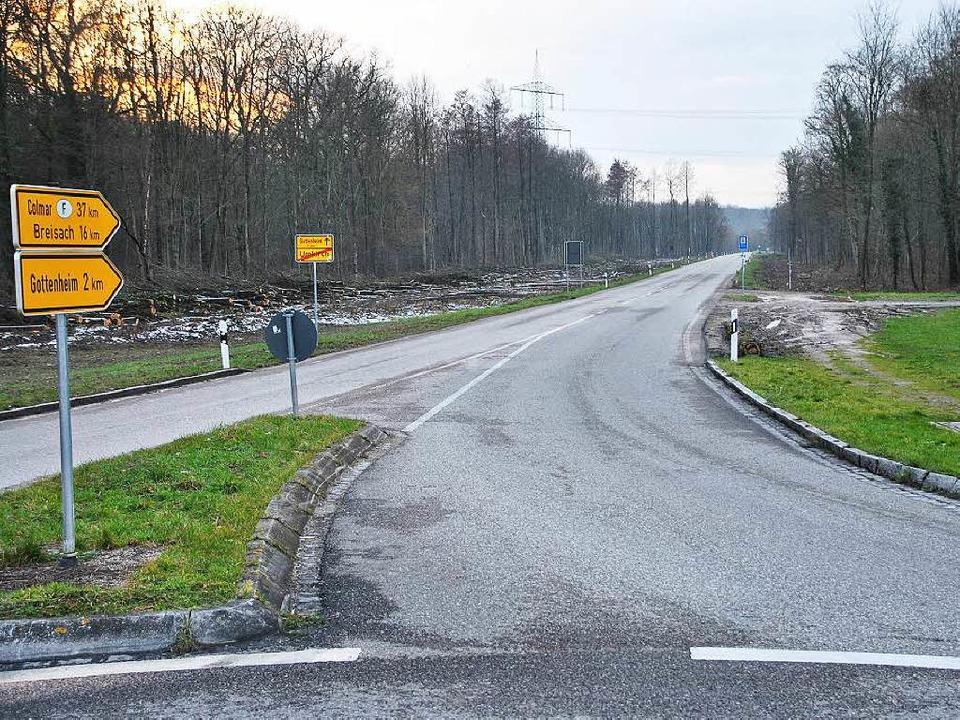 Einen halben Kilometer misst die Radwe...en Fahrstraße, rechts zu einem Radweg.  | Foto: manfred frietsch