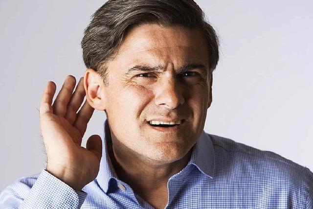 Viele Menschen scheuen sich, ein Hörgerät zu tragen