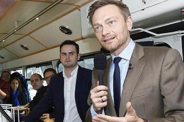 FDP-Chef Christian Lindner unterwegs im VAG-Partywagen