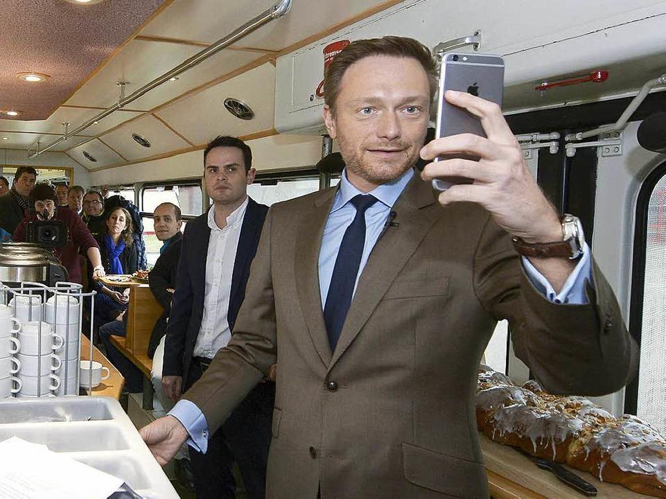 Lindner ist neuerdings auf Instagram – da muss ein Selfie sein  | Foto: Ingo Schneider