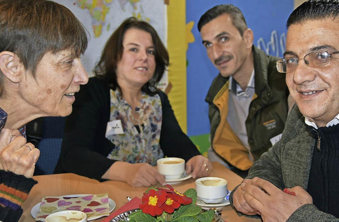Begegnung mit Flüchtlingen: Beim Café ...et unkompliziertes Kennenlernen statt.  | Foto: Andrea Steinhart