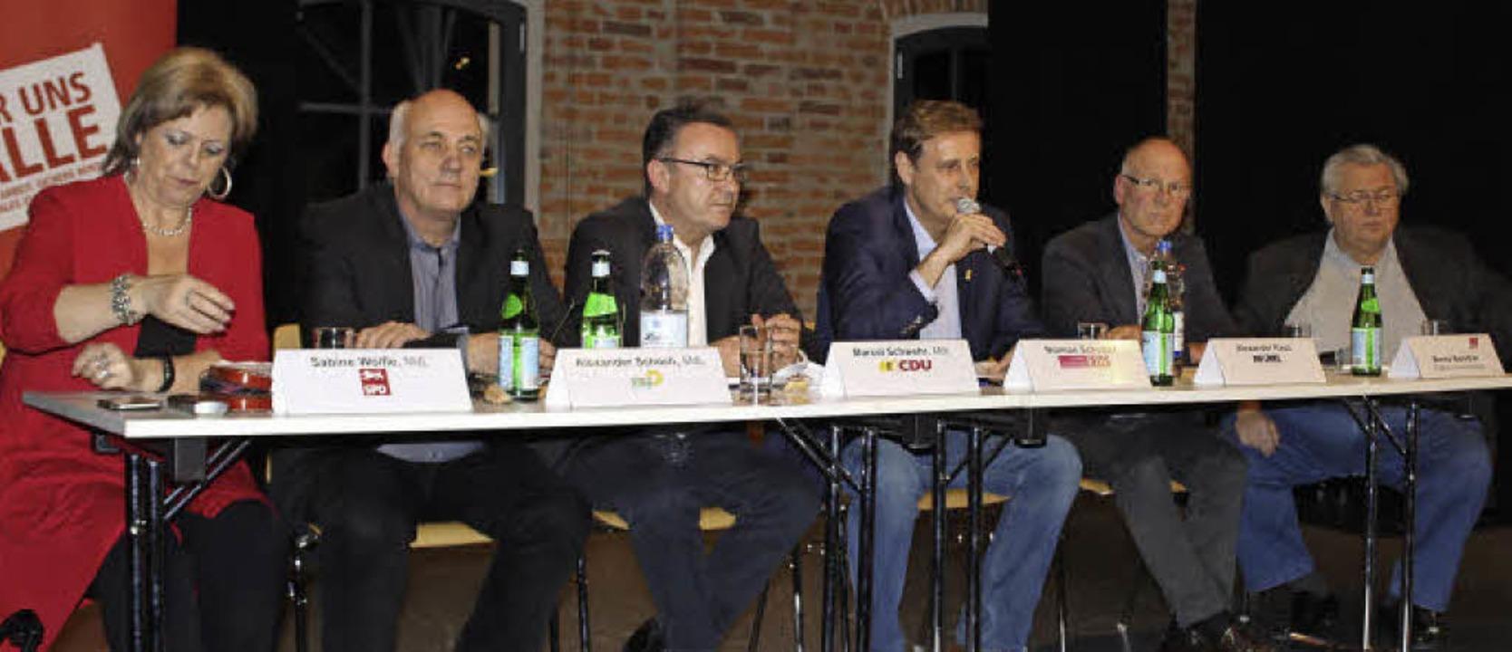 Diskussion in der Denzlinger Rocca: Au...rächsleiter  Benno Bareither vom DGB.   | Foto: Erich Krieger