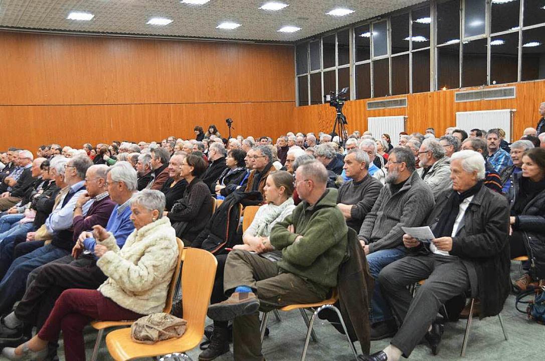 Rund 250 Zuhörer verfolgten in der Stadthalle  gespannt die Podiumsdiskussion.  | Foto: Agnes Pohrt