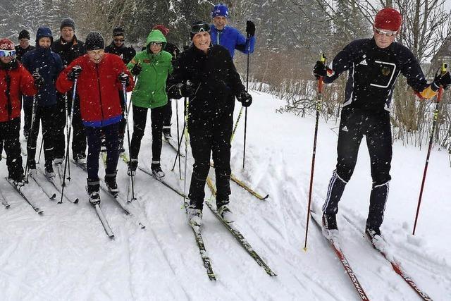 Segler skaten über den Schnee