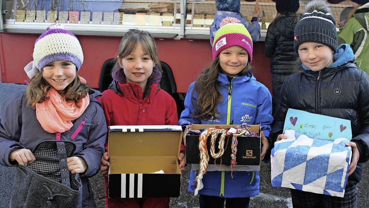 Julie Steiert, Milena Winterhalder, Le...Geld und spenden dies für arme Kinder.  | Foto: Dieter Maurer