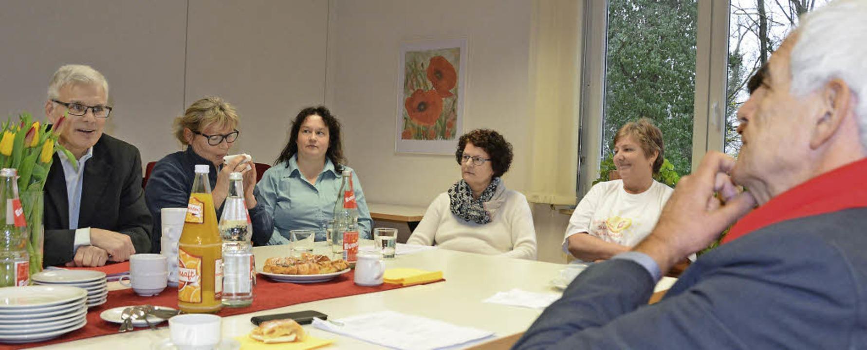 Erich Schwär, Geschäftsführer der kath...stizminister Stickelberger ihre Lage.   | Foto: Lauber