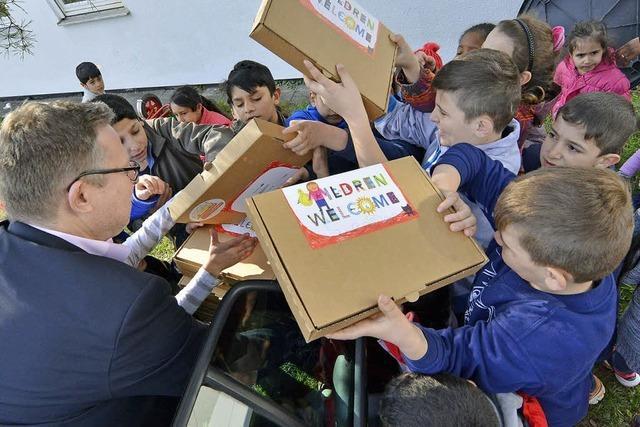 Peter-Ustinov-Stiftung verteilt 100 Willkommenspakete an Flüchtlingskinder
