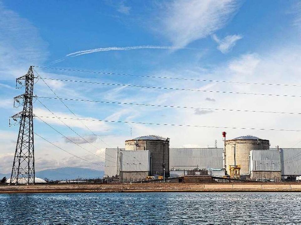 Das Atomkraftwerk Fessenheim am Rhein bei Bremgarten  | Foto: AFP