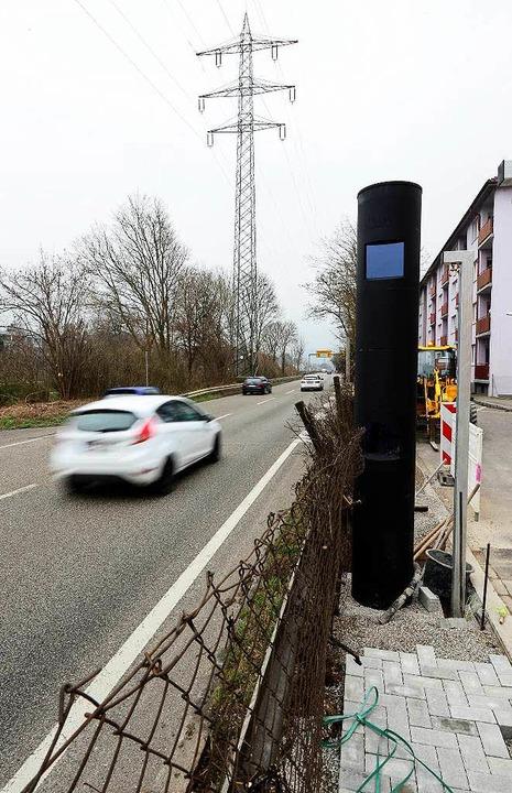Neuer Blitzer an der B31a, kurz vor der Ochsenbrücke.  | Foto: Ingo Schneider