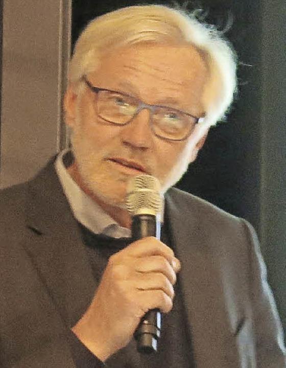 Eberhard Parlow bei seinem Vortrag im Sitzungssaal des Rathauses  | Foto: Georg Voß