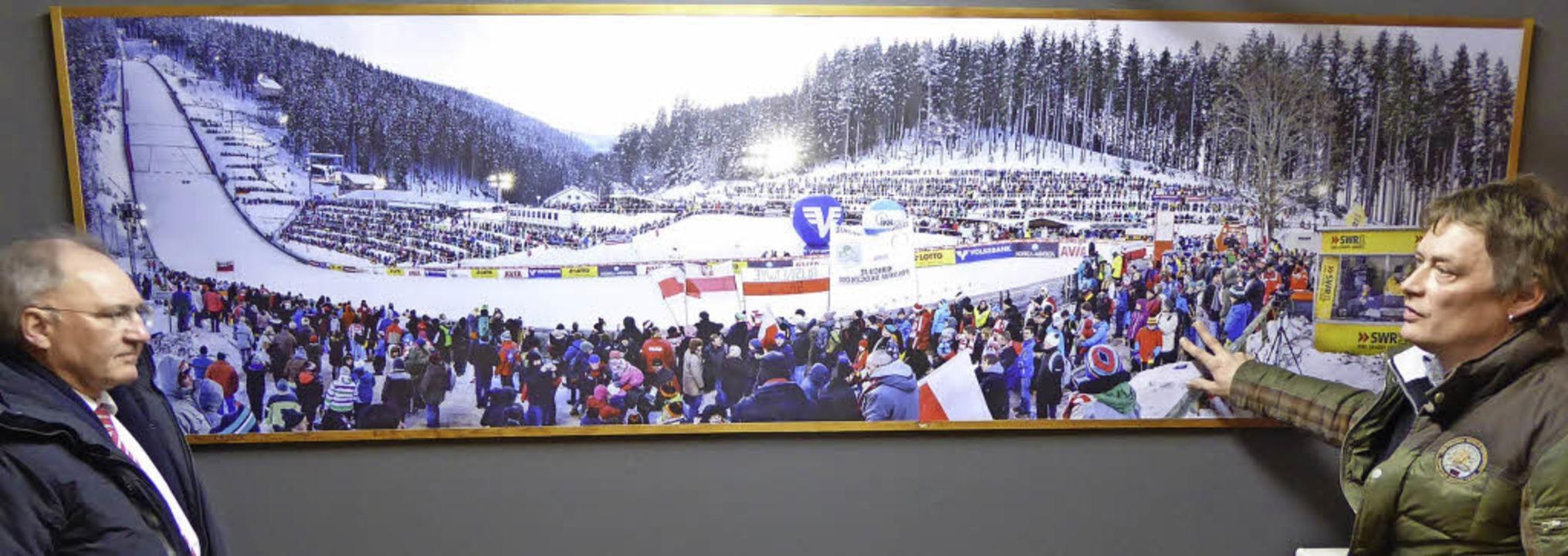 Die zwei Sekretäre vor dem Weltcup-Pan...ltcup-Generalsekretär Joachim Häfker.   | Foto: Peter Stellmach