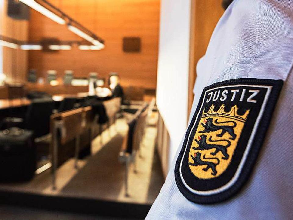 Ein 27-Jähriger muss sich wegen der Er...m Freiburger Landgericht verantworten.  | Foto: dpa