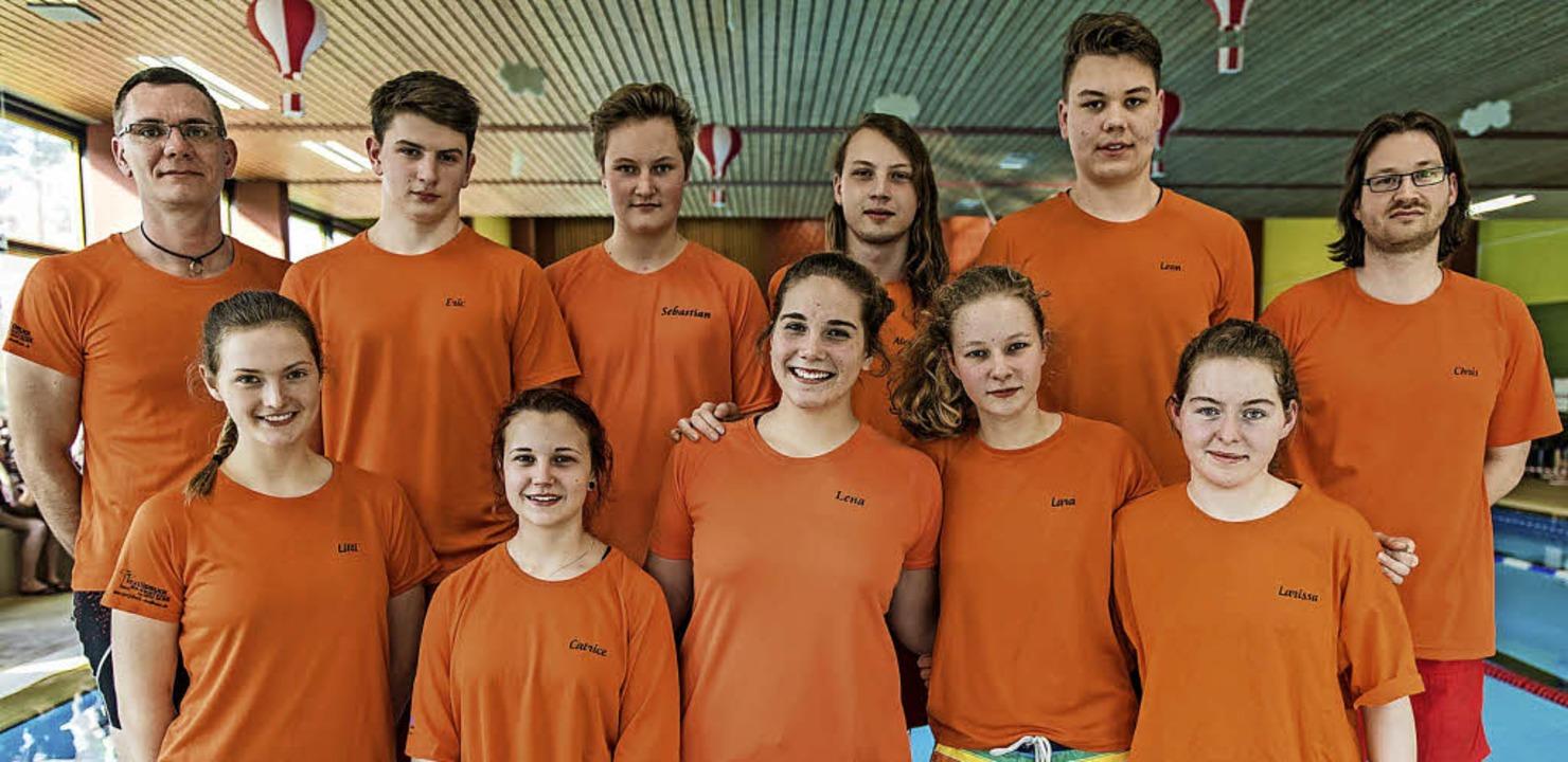 <BZ-FotoAnlauf>DLRG-Jugend:</BZ-FotoAn...blich und männlich mit ihren Trainern   | Foto: Alexander Anlicker
