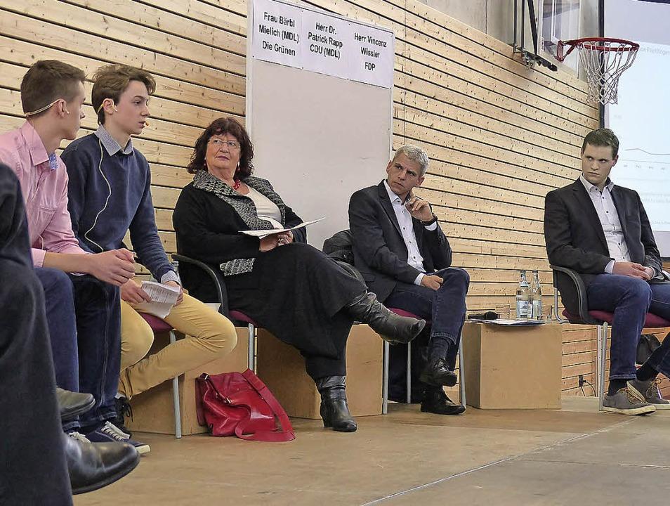 Schüler des Markgräfler Gymnasiums befragten Politiker.   | Foto: Privat