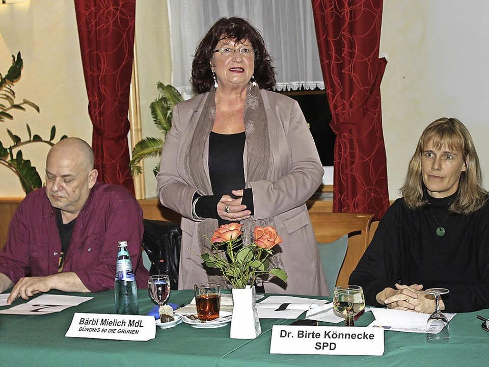 Auf dem Podium sind Tom Grein (von lin...pp, Vincenz Wissler und Volker Kempf.   | Foto: Mario Schöneberg