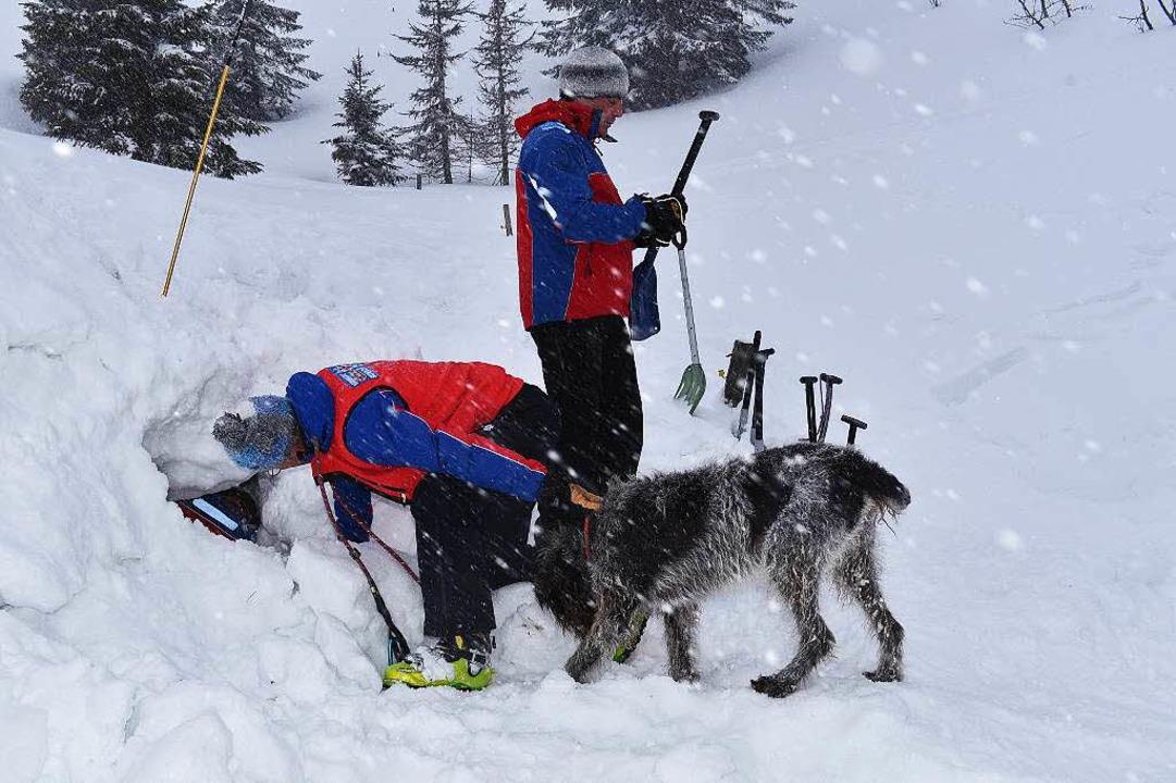 Die Bergwacht hat einen Skitourengänge...ldberg verschüttet wurde. (Symbolbild)  | Foto: Philippe Thines