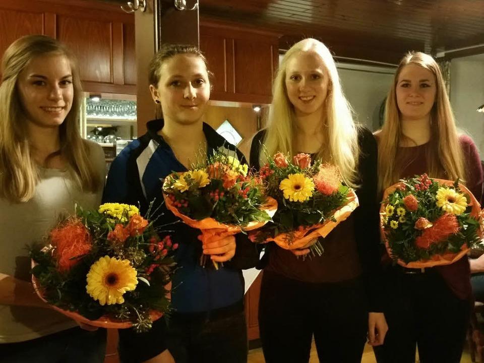 Neue Übungsleiter/C-Trainer (von links..., Elena Schneider und Angelina Stratz.  | Foto: Klaus Hämmerle