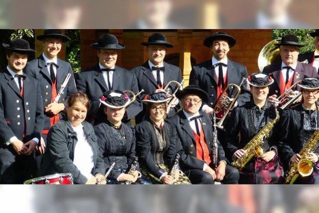 Trachtenkapelle St. Märgen-Glashütte und Musikverein Harmonie Reiselfingen in Neukirch