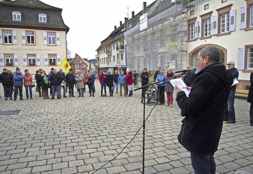 Zur Kundgebung gegen Rassismus und Gew...e der DGB Markgräflerland aufgerufen.   | Foto: Volker Münch