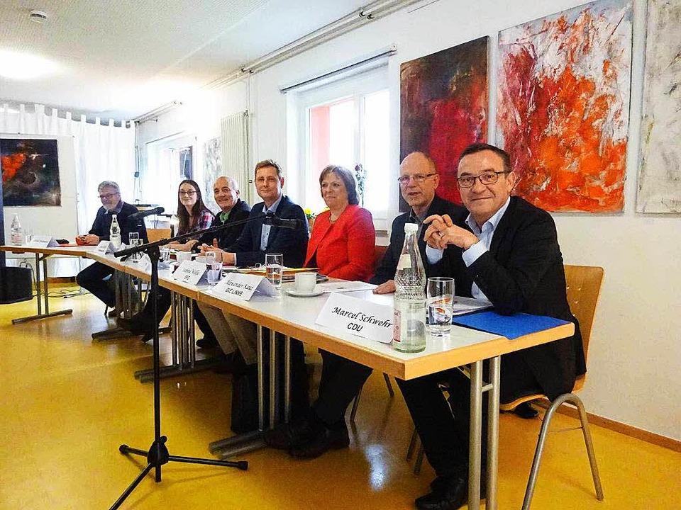 Diskussion mit Kandidaten im Roten Haus, unter anderem zur Bildungspolitik.  | Foto: ZVG