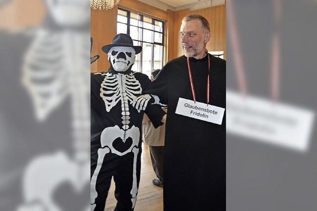 Fridolinsfest mit Skelett und Überraschung