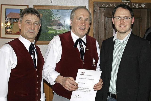 Ehrennadel für 40 Jahre Sängertreue