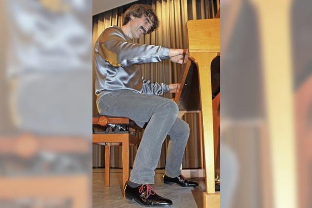 Scheytt tanzt mit Knieen und rockt das Publikum