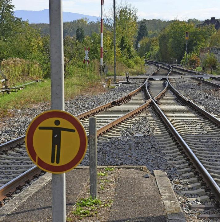 Die Weiche zwischen Gleis 3 (links) un...nheimer Bahnhof  war falsch gestellt.   | Foto: frietsch