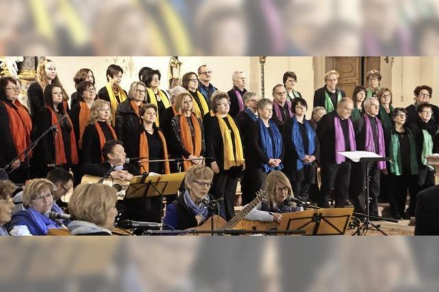 Viel Beifall für Saitenwind und die Gospel Singers