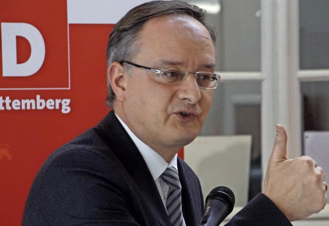 Kultusminister Andreas Stoch in Riegel.  | Foto: Ilona Hüge
