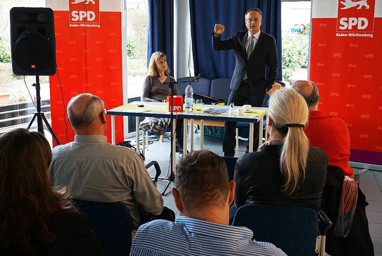 Auf Einladung der SPD-Landtagskandidat... über  Bildungspolitik und Schultypen.  | Foto: Julius Wilhelm Steckmeister
