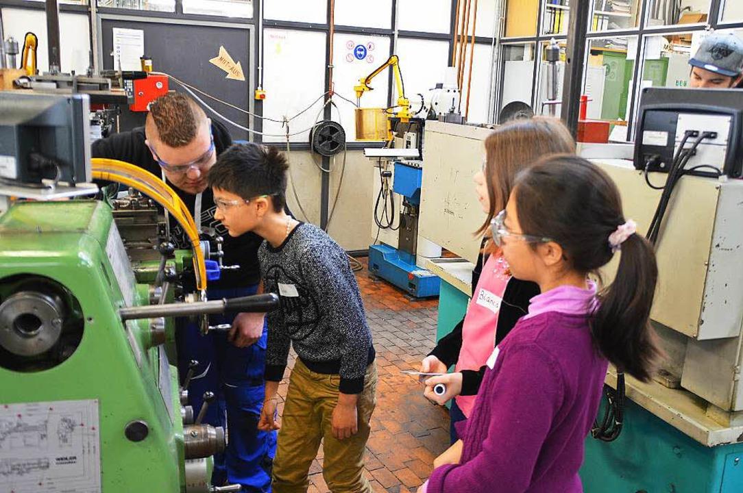 Tolle Maschinen gibt es in der Gewerbeschule  | Foto: Edgar Steinfelder