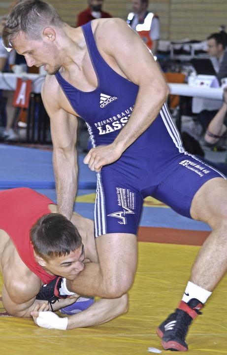 Ließ die Gegner hinter sich: Alexander Semisorow (blau)  | Foto: Herzog