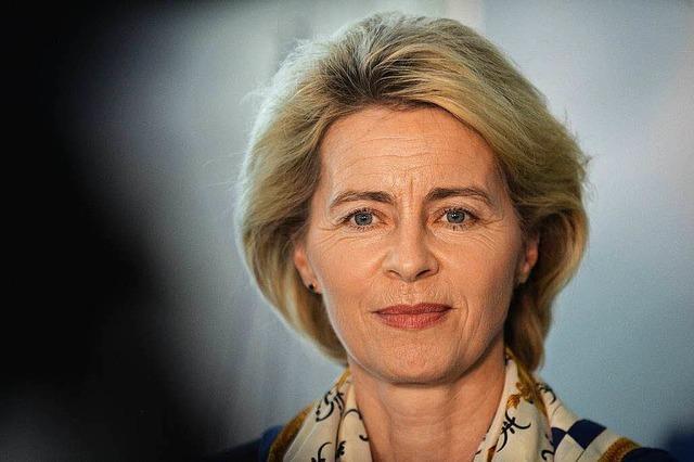 Verteidigungsministerin Ursula von der Leyen bleibt