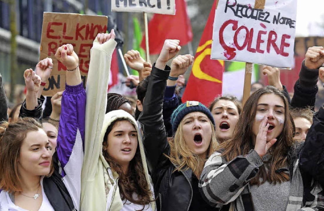 Schülerinnen und Studenten protestiere...ormpläne der französischen Regierung.   | Foto: AFP