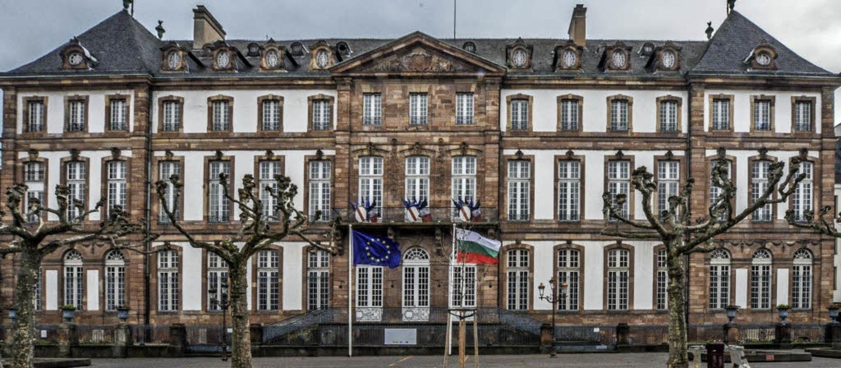 Das Stadtpalais aus dem 18. Jahrhunder...net, muss es dringend saniert werden.   | Foto: teli
