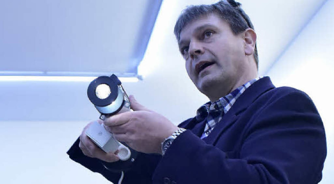 Lichtplaner Franz Ferdinand Herold dem... besonderes Licht fürs Museum schafft.  | Foto: Thomas Kunz