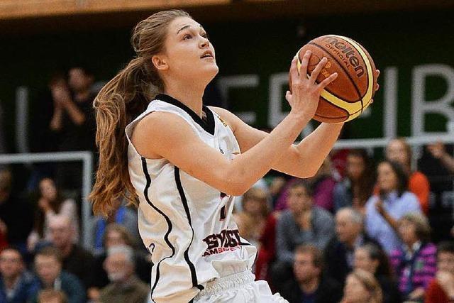 Interview mit USC-Spielerin Elisabeth Dzirma