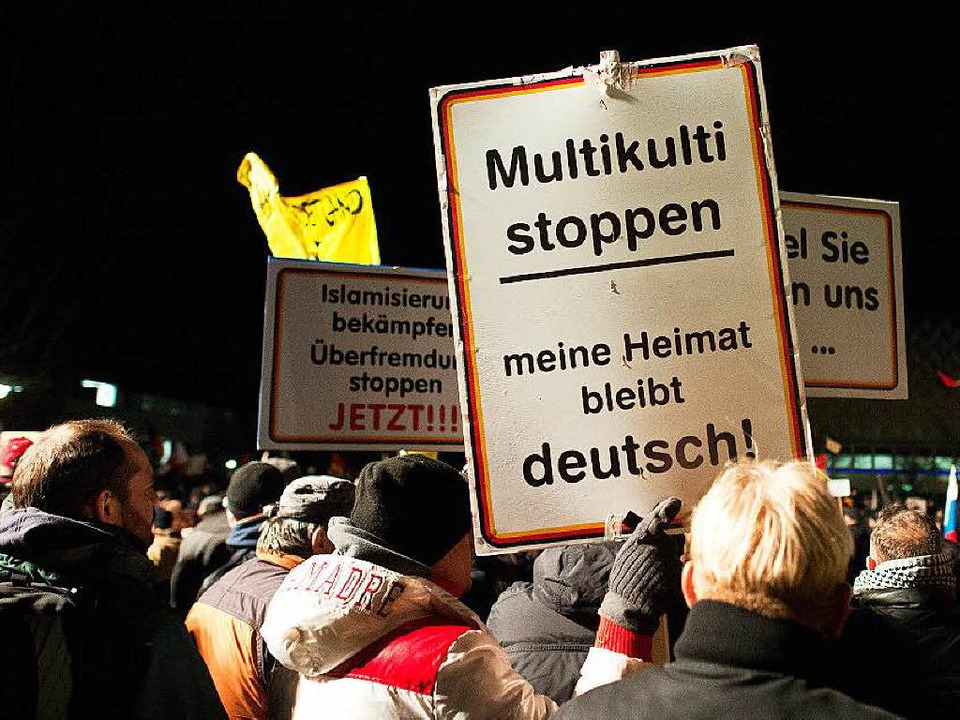 Abwehrhaltung: Pegida-Demonstration in Dresden  | Foto: dpa