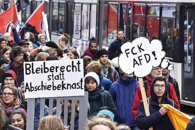 Freiburg: 800 Menschen für grenzenlose Menschenrechte