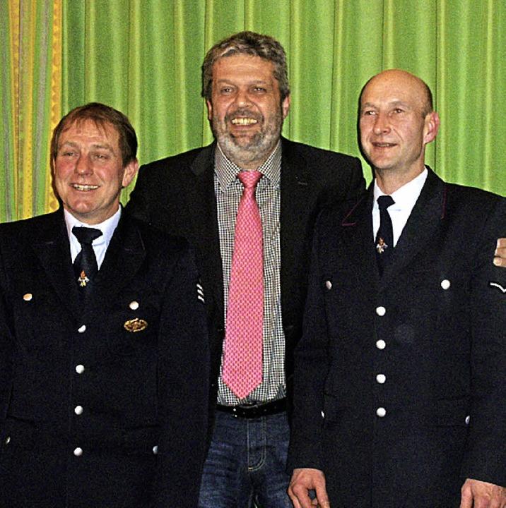 Bürgermeister Michael Scharf freut sic...li.) und Stellvertreter Daniel Stoll.   | Foto: Cornelia Selz
