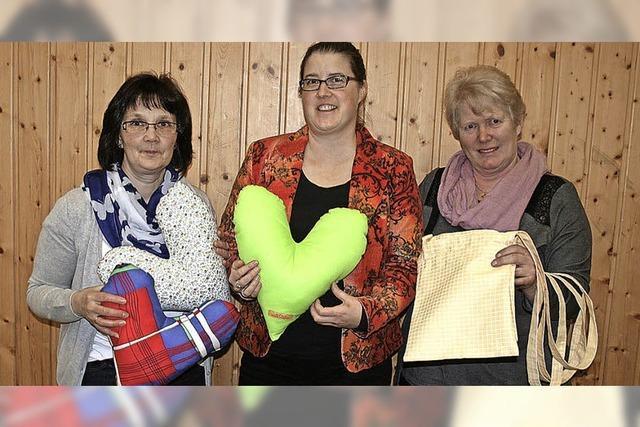 Neue Herzkissen genäht für die Brustkrebs-Station