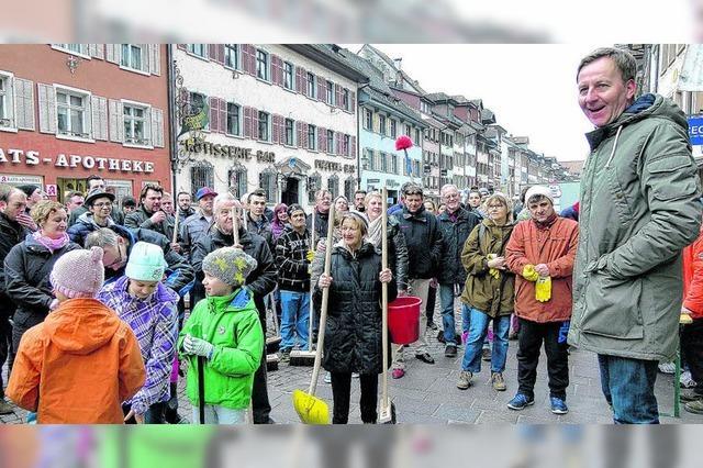 Bürger putzen die Stadt
