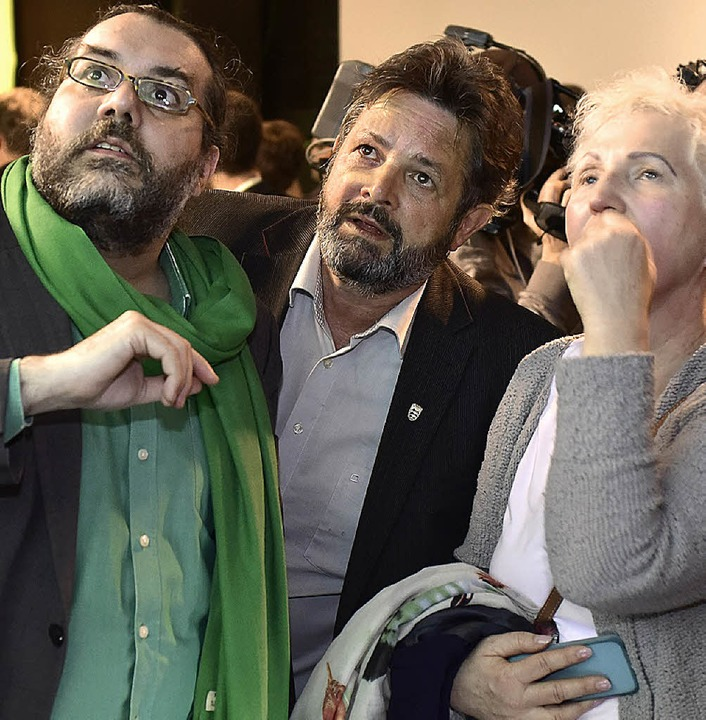 Wahlsieger Reinhold Pix (links, Mitte)...ches Ergebnis im Gesicht geschrieben.   | Foto: Thomas Kunz/Rita Eggstein/Micheal Bamberger