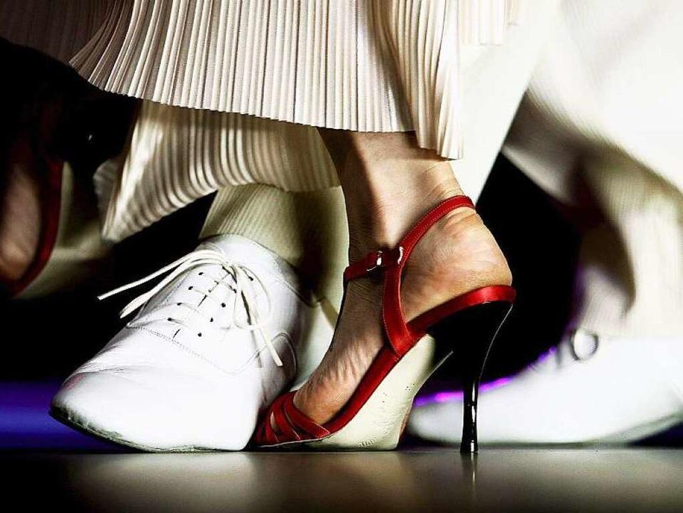 Trainiert die Kraft, verbessert die Ko...; und sieht zudem gut aus: Tanzsport.     Foto: dpa