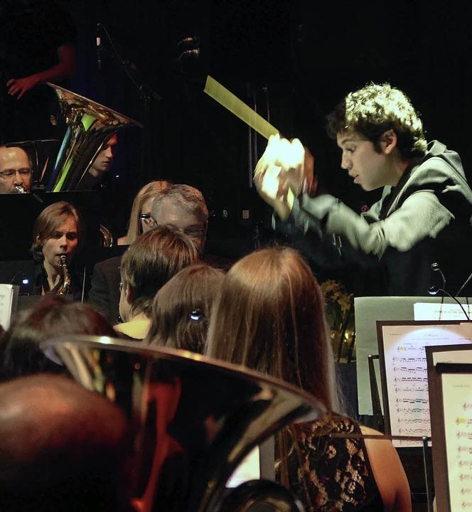Konzert Grandioso Winzerkapelle Köndri...r Sohn des Dirigenten Gabriel Mendieta  | Foto: Aribert Rüssel