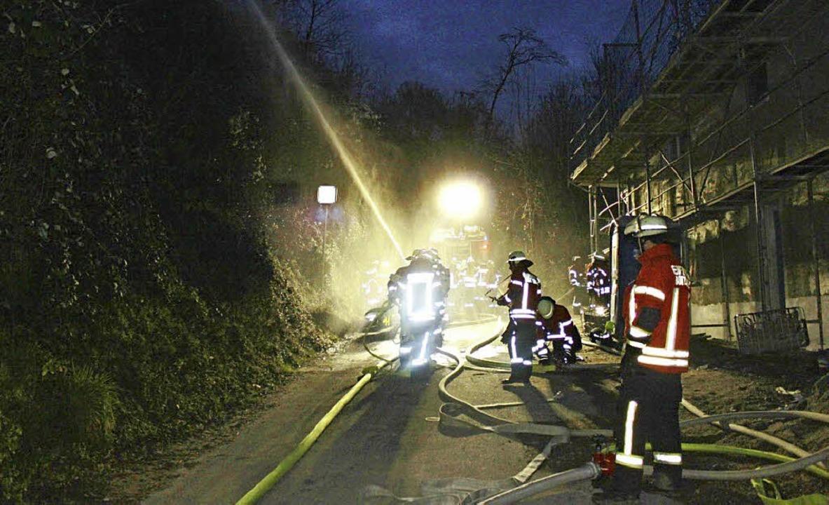 Auch wenn es hier nur eine Übung ist: Feuerwehrleute können Leben retten.     Foto: Julius Steckmeister/Horst David